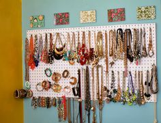 Wooden Necklace Jewelry Displays Busts Stands Holders Props Retail Fixtures Craft Show Booth Displays - Custom Jewelry Ideas Diy Necklace Holder, Necklace Storage, Diy Jewelry Holder, Jewelry Organizer Wall, Jewellery Storage, Jewelry Organization, Jewellery Display, Storage Organization, Storage Ideas