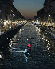 """""""Amo Milano che di notte mi emoziona, come un amore grande che non funziona"""" Naviglio Grande - Milano #loves_milano #vivomilano #comunedimilano #ig_milano #igers_milano #loves_united_milano #milanocityufficiale #milaninsight #vivolombardia"""