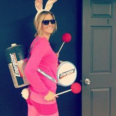 75 Last-Minute College Halloween Costume Ideas - Fall - Halloween Ideas Energizer Bunny Halloween Costume, Clueless Halloween Costume, Easy Halloween Costumes For Women, Diy Costumes, Halloween Fun, Costume Ideas, Female Costumes, Teen Costumes, Woman Costumes