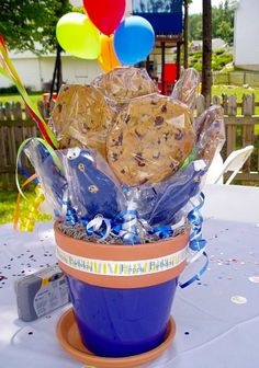 Cookie Monster Party - Centerpieces for Each Table - Cookie Bouquets and Cookie Monster Chocolate Lollipops. Monster First Birthday, Elmo Birthday, Baby 1st Birthday, Birthday Cookies, 1st Birthday Parties, Birthday Ideas, Seasame Street Party, Sesame Street Birthday, Elmo Party