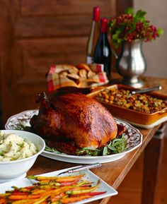 Our top 7 tips for hosting a Thanksgiving potluck.