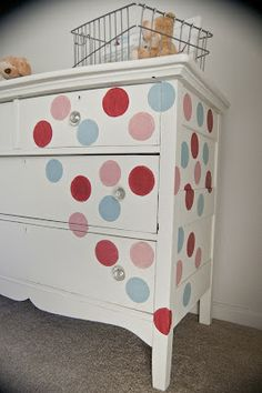 Love this idea for painting and old dresser.super cute idea for a baby nursery or kids room! Kids Furniture, Painted Furniture, Furniture Design, Repurposed Furniture, Furniture Projects, Diy Dresser Makeover, Furniture Makeover, Dresser Makeovers, Dresser Ideas