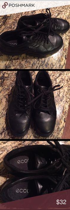 ecco black walking shoes