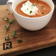 Bisque de homard simplifiée | Ricardo Lobster Season, Lobster Bisque Recipe, Clean Pots, Lobster Meat, Keto Soup, Cheese Cloth, Tomato Paste, Served Up, Rolling Pin