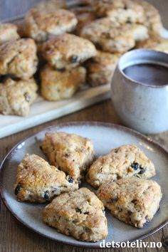 English Muffins, Nom Nom, Biscuits, Food And Drink, Gluten, Tasty, Sweets, Healthy Recipes, Bread