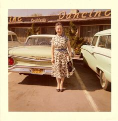 33 Candid Snapshots of Women Posing With Ford Cars in the Past Vintage Pictures, Old Pictures, Vintage Images, Old Photos, Mode Vintage, Retro Vintage, Vintage Polaroid, Female Poses, Color Photography