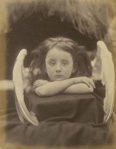 Julia Margaret Cameron, Io aspetto (Rachel Gurney), 1872 32.7 x 25.4 cm, stampa all'albumina d'argento (The J. Paul Getty Museum, Los Angeles)