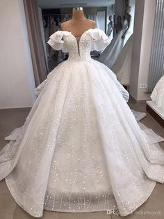 Bling Crystals Luxury Sweetheart Lace Applique Cathedral Train Ball Gown W. -Bling Bling Crystals Luxury Sweetheart Lace Applique Cathedral Train Ball Gown W. Couture Wedding Gowns, Wedding Dress Trends, White Wedding Dresses, Bridal Dresses, Couture Dresses, Gown Wedding, Dresses Elegant, Beautiful Dresses, Ball Dresses