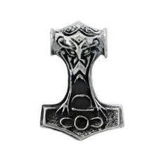 Thors hammer 312-15 Sølv: 575 kr. ca. 15g Bronze: 130 kr. ca.12g 33 x 23 mm, 2 forskellige sider -   Det vigtigste nordiske symbol, fundet  i hele vikingernes område. Mjølner  lammede fjenderne og vendte altid til- bage til Thor, hvilket gjorde ham  uovervindelig. Den blev båret af hed- ninge som bevis på deres tro på de  gamle guder. Amulet for beskyttelse  og energi. Hovedet viser en kriger- maske, som forstærker hammerens magt og beskyttelsesevne.