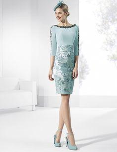 Vestidos de fiesta cortos de crep color turquesa con falda y fajín brocados del mismo tono.