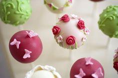 Cute cake pops. www.english-wedding.com