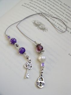 BEADED BOOKMARK - Skeleton Key Elegant Bookmark - Book Thong in Purple, Silver… My Bookmarks, Beaded Bookmarks, How To Make Bookmarks, Book Marks, Pearl Beads, Silver Charms, Craft Gifts, Bead Crafts, Armband