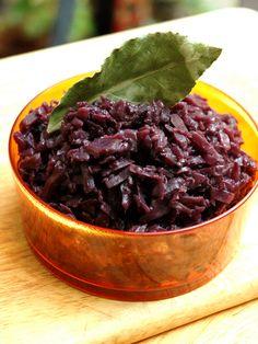 poivre, feuille de laurier, vin rouge, oignon, beurre, lard, chou, jambon, sel, bouillon
