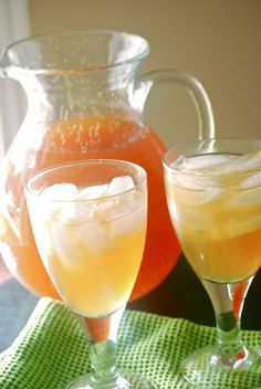 Vanilla Almond Iced Tea - Tried it (used country time lemonade mix), not planning to make again. The almond and vanilla flavor is just weird in tea. I much prefer fruit-flavored teas. Refreshing Drinks, Summer Drinks, Fun Drinks, Beverages, Summer Food, Summer Salads, Healthy Drinks, Healthy Food, Peach Lemonade