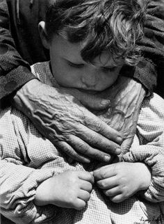 """Vincenzo Balocchi   """"Le mani"""", 1940   Museo di Storia della Fotografia F.lli Alinari - archivio Balocchi, Firenze"""