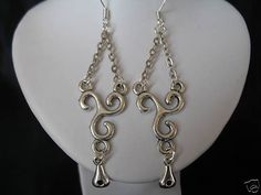 EARRINGS Celtic/Medieval/Renaissance/Wedding/Prom/Edwardian/Ren/Goth/Costume/ Color silver