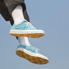 Buy and sell authentic Converse One Star Ox Tyler the Creator Golf Le Fleur Bachelor Blue shoes and thousands of other Converse sneakers with price data and release dates. Aesthetic Shoes, Blue Aesthetic, Aesthetic Vintage, Aesthetic Grunge, Artist Aesthetic, Golf Le Fleur Shoes, Sup Girl, New Converse, Orange Converse