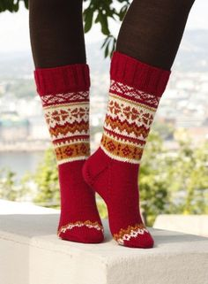 11 Festive Knitted Socks for Christmas Free Knitting Patterns Christmas Knitting Patterns, Knitting Patterns Free, Knit Patterns, Free Knitting, Free Pattern, Knitting Stitches, Knitting Socks, Knitted Hats, Knit Socks