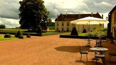 Sunny day outdoor Les Residences du Chateau de Vianges!