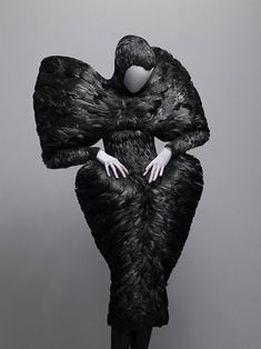 Alexander McQueen-Savage Beauty