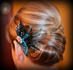 Mother of the Bride Updo for short hair? (without the feather) What to do? What to do with bad hair for an outdoor wedding? (hair styles with bows short) Wedding Hair And Makeup, Bridal Hair, Hair Wedding, Wedding Dresses, Medium Hair Styles, Short Hair Styles, Fascinator Hairstyles, Fascinators, Mom Hairstyles