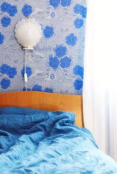 kiurujen yö, vanha sängynpääty, simpukka lamppu