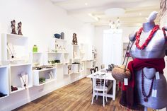 Sherylleysner | Interior Architecture & Project Management | Retail | Amsterdam | Jewelry and accessories store | Old wooden floor | White wall cabinets |