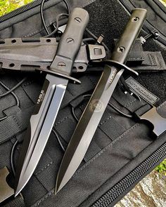 Coltelleria Collini Store - knives and tools Swords And Daggers, Knives And Swords, Knives And Tools, Military Knives, Combat Knives, Armas Ninja, Survival Knife, Survival Tools, Dagger Knife
