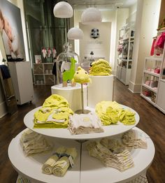 Paper bear for the Baby GAP store on New York's fifth avenue! | Chloé Fleury