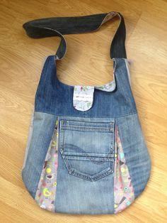 Heute kommt die passende Ergänzung zu meinem Herbstrock :-) Ich habe mir die Tasche Jadie nach einem kostenlosen Schnittmuster gen...