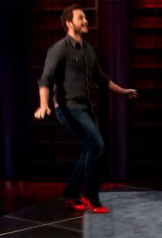 Chris Pratt aww Chris<----pretty good for a first timer in heels