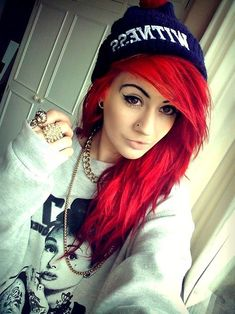 Brand of Bright Red Hair. She is currently Senior Brand Manager, Professional Products for Beauty. So i want to dye my hair bright red like in this picture. Bright Red Hair Dye, Dyed Red Hair, Dye My Hair, Urban Hairstyles, Teen Hairstyles, Pretty Hairstyles, Emo Scene Hair, Emo Hair, Pelo Emo