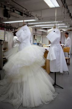 Atelier Christian Dior moulage haute couture.