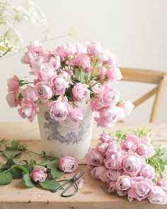 Flowers and Gardens Shabby Flowers, Pink Flowers, Beautiful Flowers, Flowers Nature, Frühling Wallpaper, Flower Wallpaper, Beautiful Flower Arrangements, Floral Arrangements, Deco Floral