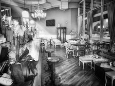 La #colazione in #biancoenero   #buongiorno #picoftheday #colazionetime #colazioneitaliana #lapatisserie #instafood #breakfast #bassanodelgrappa #moments #instamood #eat #delicious #cappuccino #capture #vintage