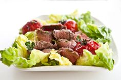 Grilled Steak and Tomato Salad with Rum Vinaigrette Make it with Rhum Vieux Labbé for an extra perfect taste Asian Recipes, Healthy Recipes, Healthy Food, Grilled Beef, Steak Salad, Tomato Salad, Vegetable Salad, Soup And Salad, Salad Bar