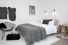 White and grey bedroom | Alvhem Mäkleri