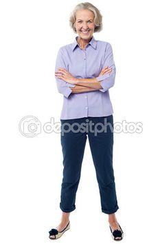 Descargar - Mujer madura con los brazos cruzados — Imagen de stock #66967203