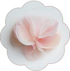 Haarblüte für die Braut in Pastelltönen (rosa, apricot, ivory) aus feinster Seiden-Organza. Flower silk, Hairaccessoires wedding.