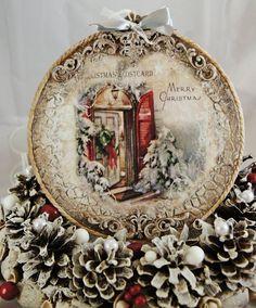 Cute Christmas Decorations, Xmas Ornaments, Christmas Mood, Christmas Balls, Victorian Christmas, Vintage Christmas, Christmas Decoupage, Hand Painted Ornaments, Christmas Paintings
