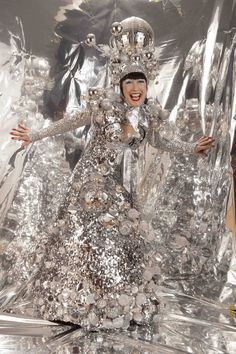 ☀sg Stilt Costume, Circus Costume, Costume Dress, Creative Costumes, Walkabout, Creativity And Innovation, Disco Ball, Metallic Dress, Silver Shoes