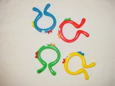 Fish Links (16 pieces) -- (C4*.1) 4 fish shaped links in red, blue, green and yellow