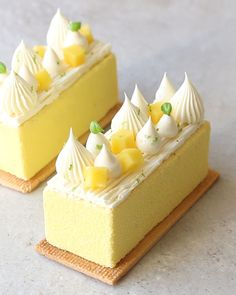 A tangy lemon mousse with hints of coconut on a sweet biscuit base Mini Desserts, Gourmet Desserts, Lemon Desserts, Plated Desserts, Dessert Recipes, Cake Recipes, Desserts For A Crowd, Gourmet Cakes, Gourmet Foods