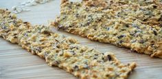 Crackers van kikkererwtenmeel en havermout — Slim & Pure | Voedingscoaching Eat Breakfast, Healthy Breakfast Recipes, Healthy Foods To Eat, Healthy Baking, Healthy Snacks, Healthy Recipes, Vegan Muffins, Go For It, Vegan Bread