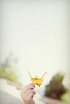 JUST FINISHED READING THE BOOK SADAKO AND THE THOUSAND PAPER CRANES. THIS PICTURE REMINDED ME SO MUCH ABOUT IT