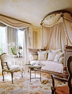 The French daybed, (lit de repos), is a beautiful addition to any room, bringing the level of sophistication up to new heights. And whil. French Interior, French Decor, Interior Design, Home Bedroom, Bedroom Decor, French Daybed, Home Decoracion, Traditional Bedroom, Traditional Homes