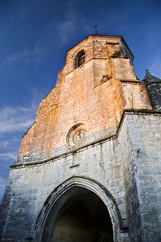 This photo from Aquitaine, West is titled 'Issigeac's church'. Aquitaine, Paris Street, Paris France, Provence, Monument Valley, Fields, Architecture Design, Planets, Places To Visit