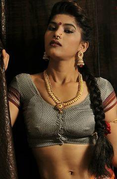 Cute Girl Photo, Girl Photo Poses, Girl Photography Poses, Girl Photos, Beautiful Girl Indian, Beautiful Saree, Beautiful Indian Actress, Indian Photoshoot, Saree Photoshoot