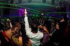 Esto es lo mío... no solo es poner canción tras canción ni componer temas es armar la rumba con mis clientes YA VAes que no son mis clientes son mis amigos . #Djlifestyle #partylife #partytime 24/7 #loviu @anarambow #DanielDiglio Lasers @greenlightve Foto @riki_calderon