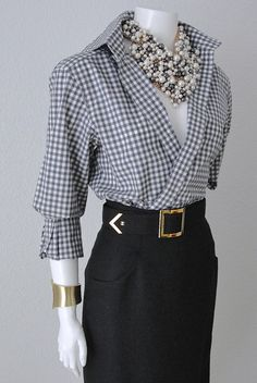 """Chanel Wool Skirt """"CC"""" logo button with belt Size"""